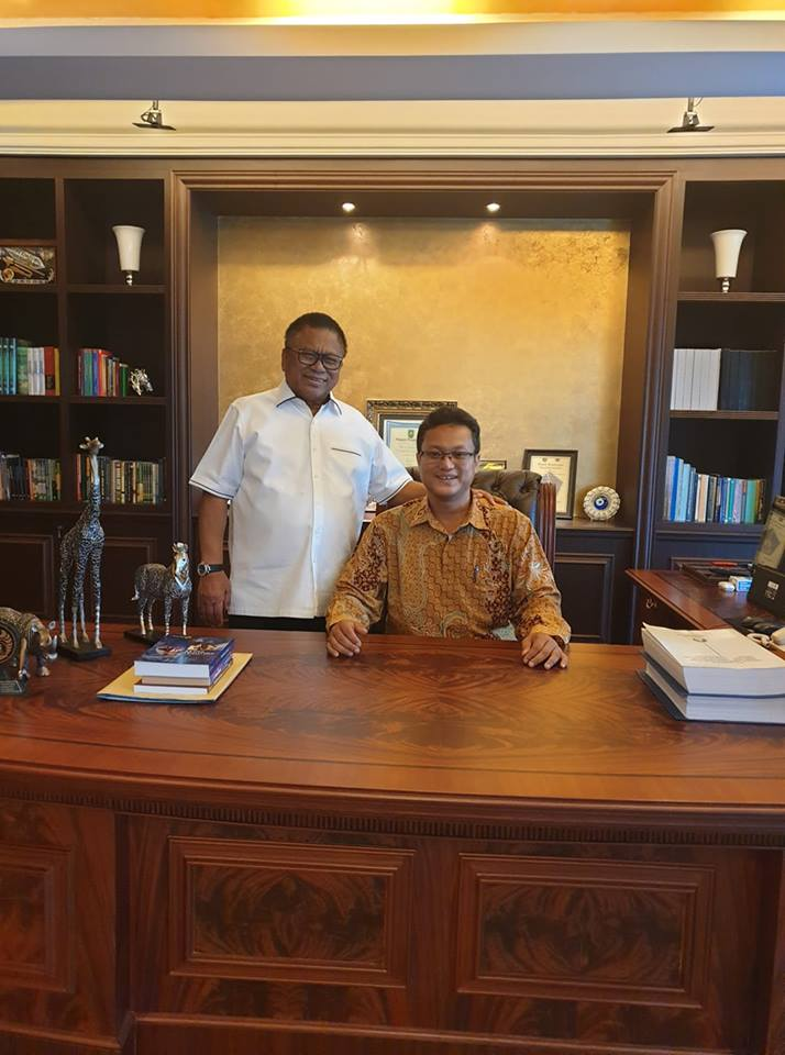 Bersama Bapak Oesman Sapta,  Speaker of Parlimen of Republic Indonesia.